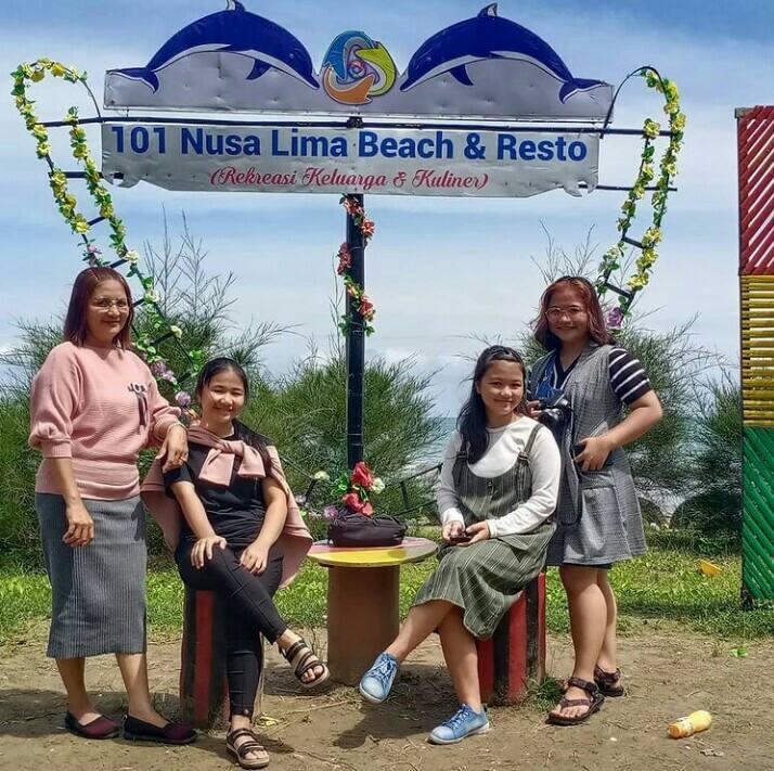 Gambar 101 Nusa Lima Beach dan Resto