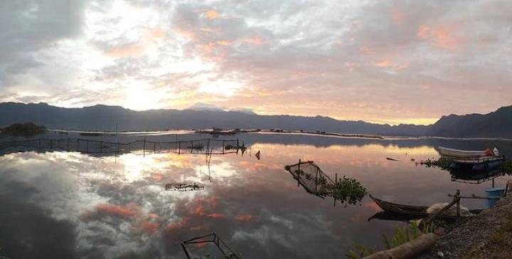 gambar danau maninjau