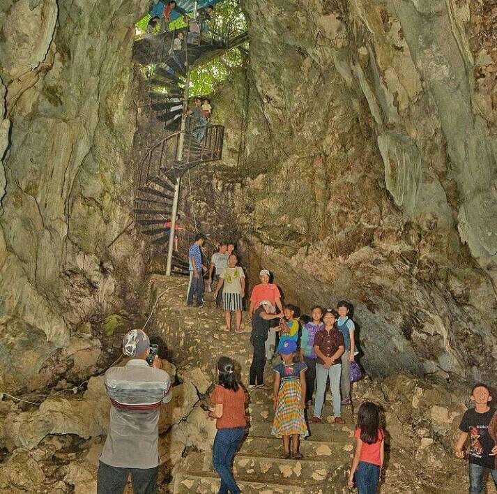Goa togindrawa merupakan tempat wisata di gunungsitoli