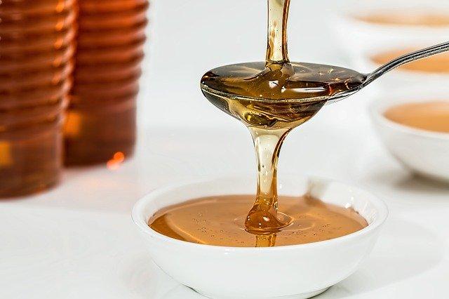 madu memiliki manfaat untuk cara mengobati gigi berlubang
