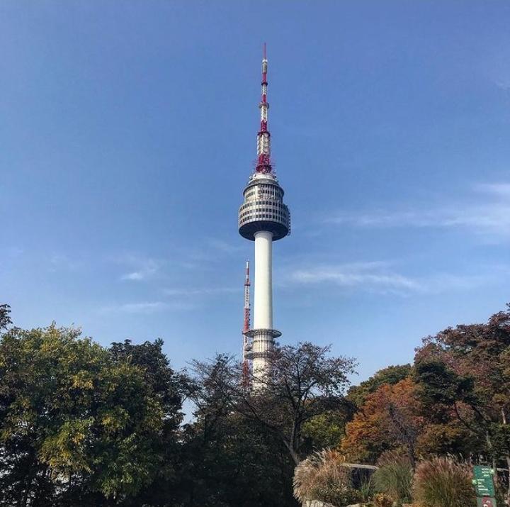 Gambar Menara Seoul yang merupakan tempat wisata di korea selatan