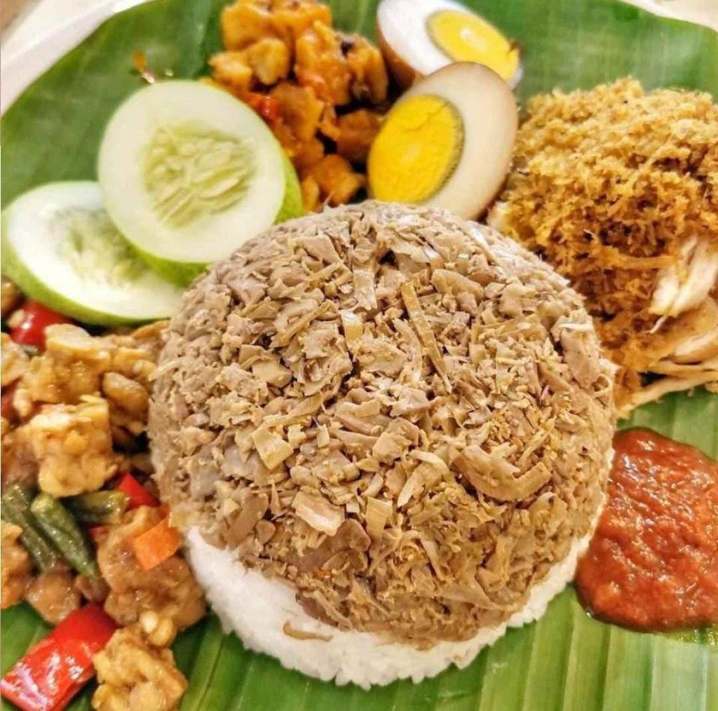 Gambar Nasi Mego dan Sapitan yang merupakan makanan khas Pekalongan yang banyak diminati berbagai orang