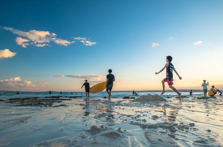 Gambar pantai nirwana yang menjadi salah satu pantai di baubau yang menarik untuk dikunjungi