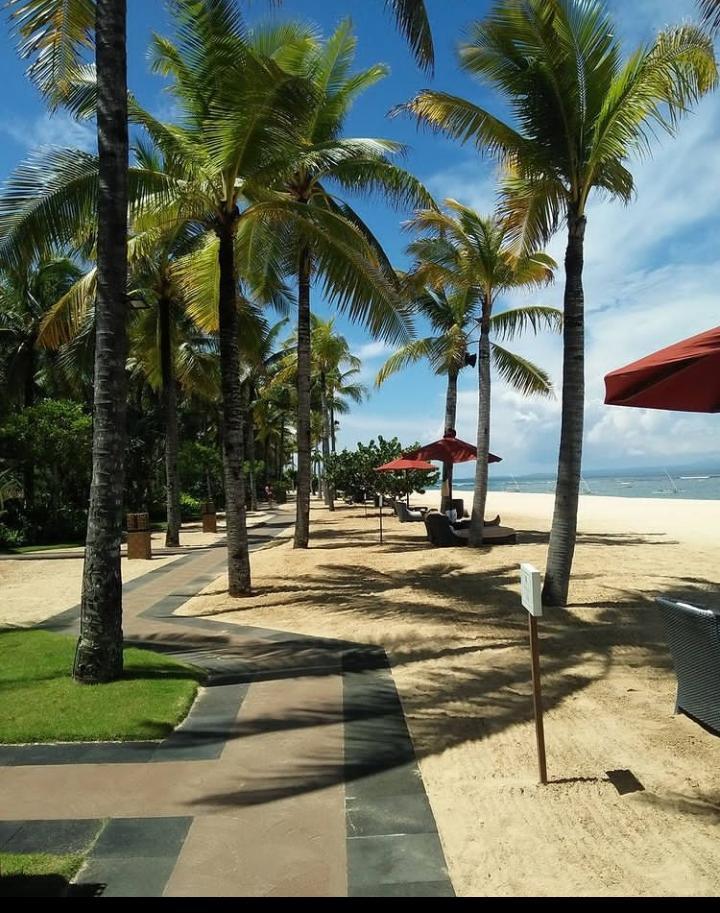 Gambar Pantai Nusa Dua Bali yang merupakan salah satu pantai di bali yang menjadi tempat wisata pilihan
