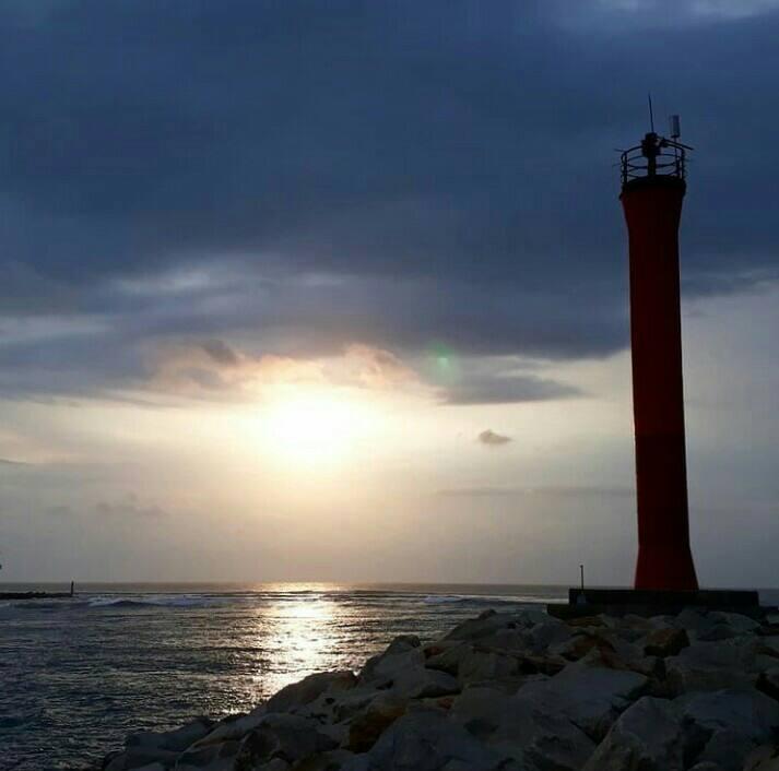 Gambar Pantai lentera merah