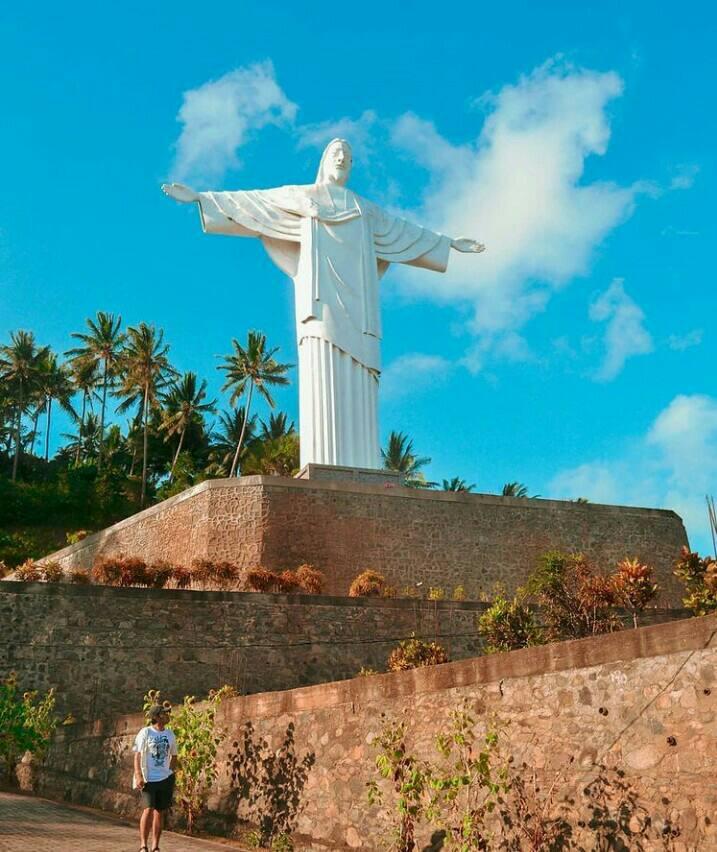 Gambar Patung Yesus penebus yang merupakan tempat wisata di bitung
