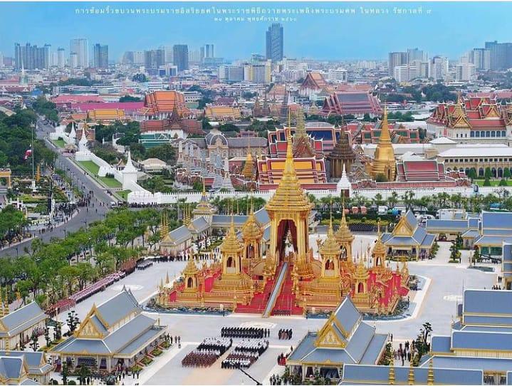 The Grand Palace merupakan tempat wisata di Bangkok