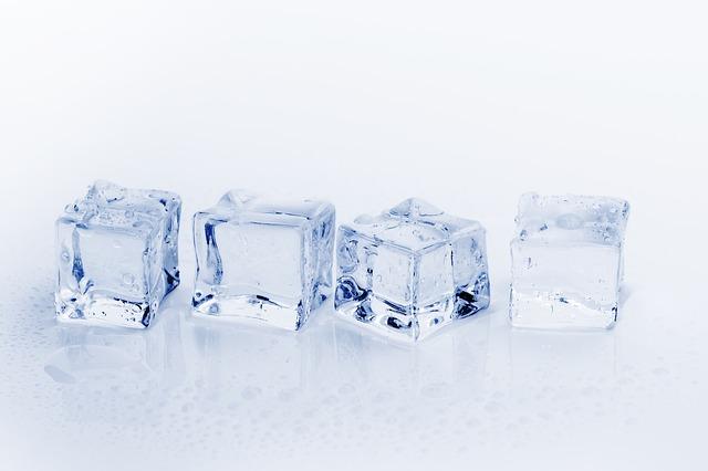mengcompres dengan menggunakan es batu memiliki manfaat untuk mengobati gigi berlubang