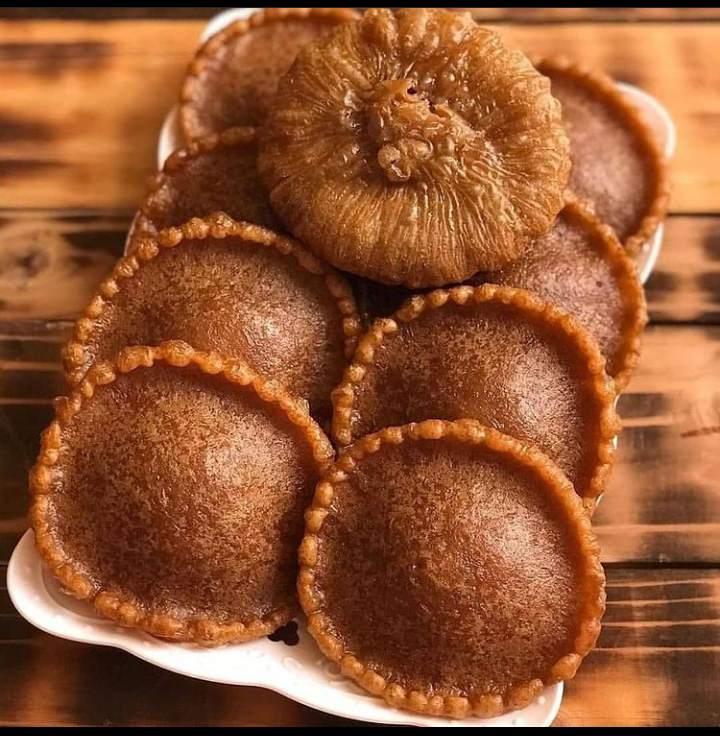 Gambar kue cucur yang makanan berbentuk bulat dan hampir mirip dengan makanan di jawa barat