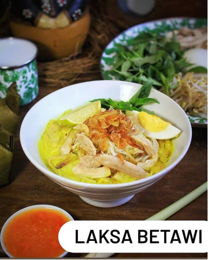 Laksa betawi adalah makanan yang terbuat dari mie dan makanan ini merupakan makanan khas Jakarta
