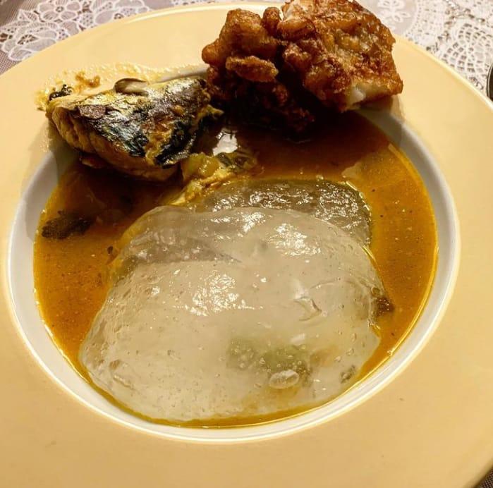 Gambar Papeda yang merupakan makanan khas Ambon dan bisanya di hidangkan dengan kuah ikan kuning