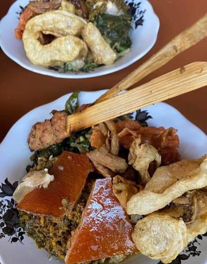 Babi guling merupakan makanan khas Denpasar