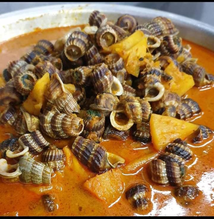 Gulai siput merupakan makanan khas Pekanbaru yang banyak tersedia di pasar tradisiomal