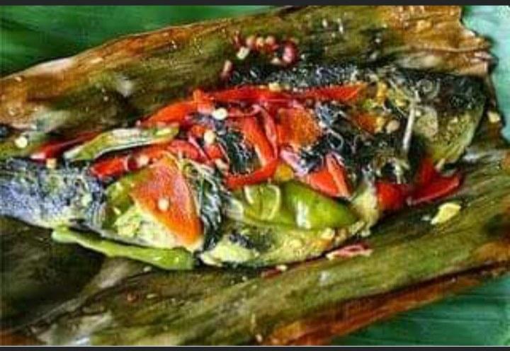Gambar ikan bungkus yang merupakan makanan khas Jaya pura yang unik