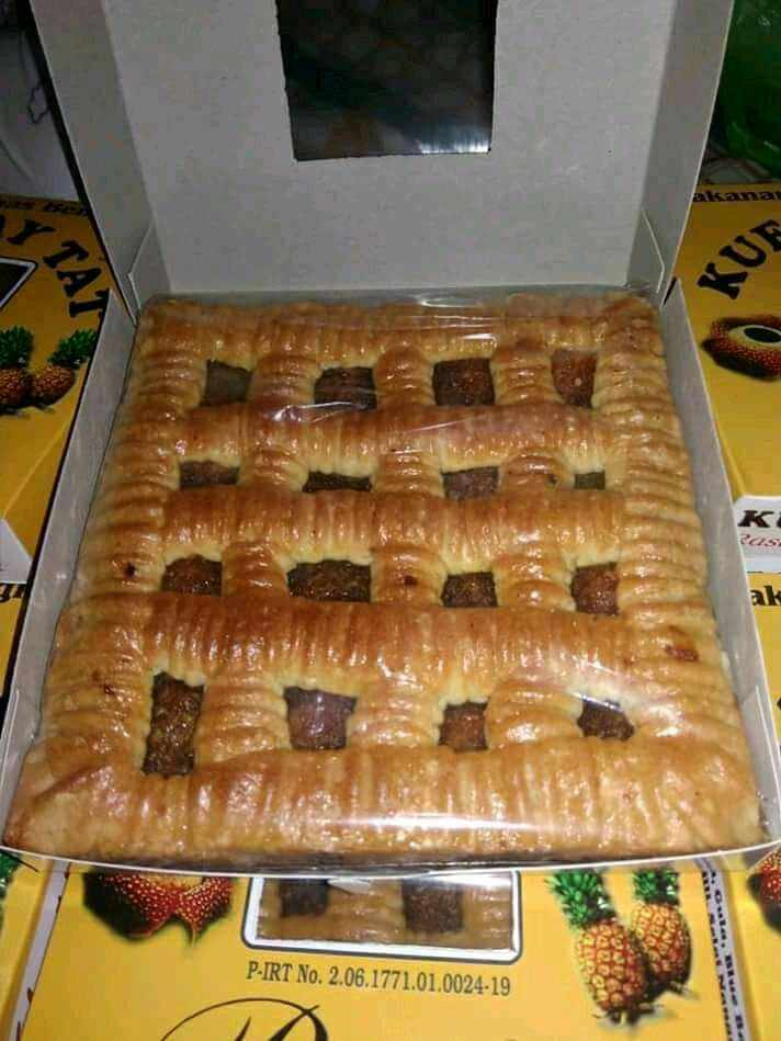 Kue tat merupakan makanan khas yang banyak diminati kalangan
