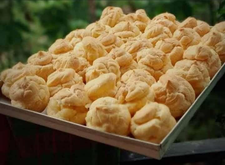 Gambar kue bangkit yang merupakan makanan khas Pekanbaru