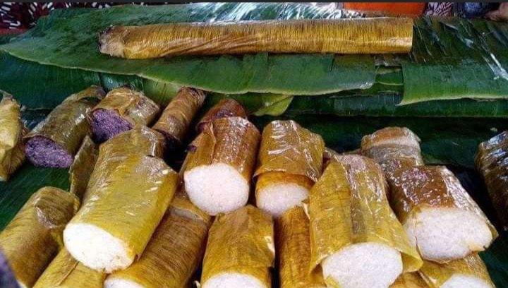 Gambar lemang yang di bungkus dengan daun pisang