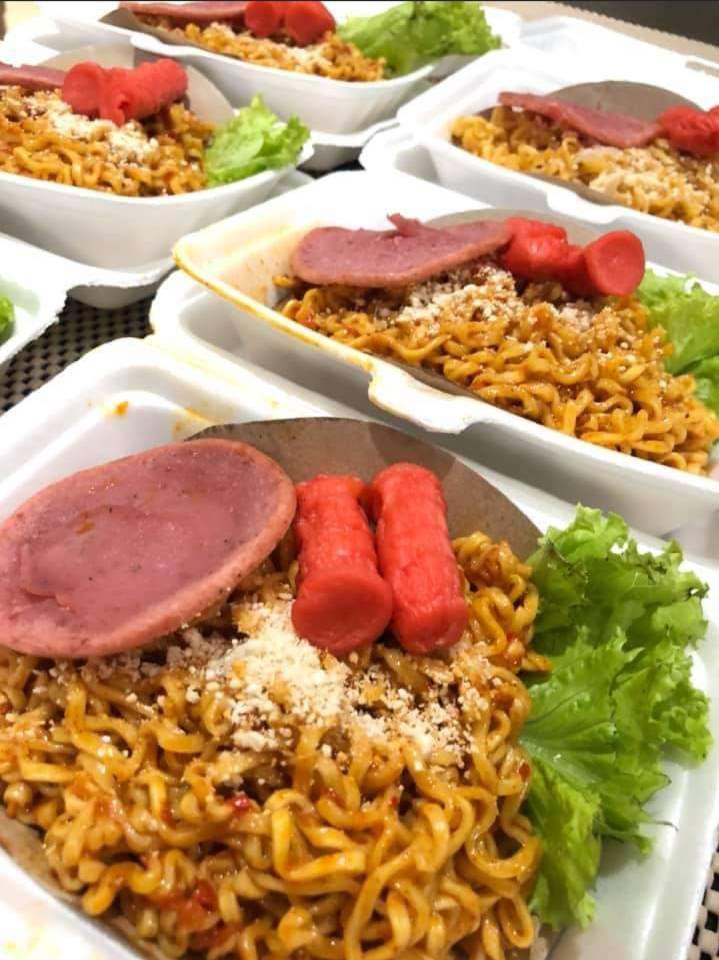 Mie pecum Merupakan makanan khas Surabaya yang berbahan dasar mie