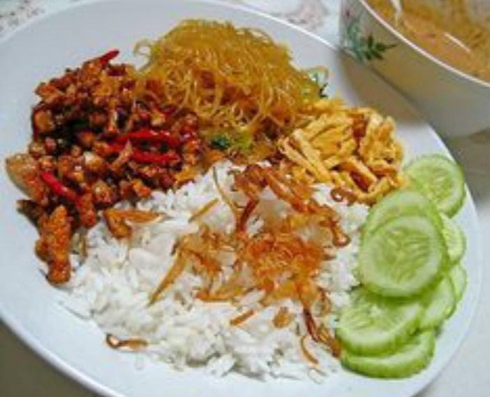 Gambar nasi gemuk yang merupakan makanan khas jambi
