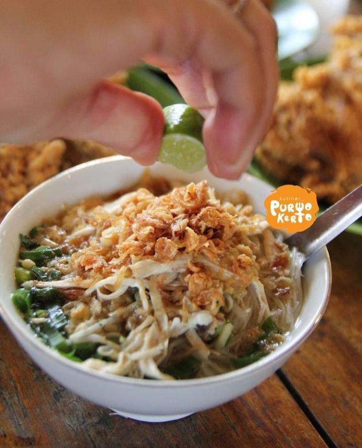 Soto serang merupakan makanan khas semarang yang banyak diminati para wisatawan