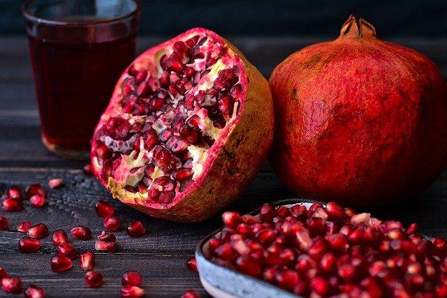 mengkonsumsi buah delima merupakan cara untuk mencegah penyakit anemia