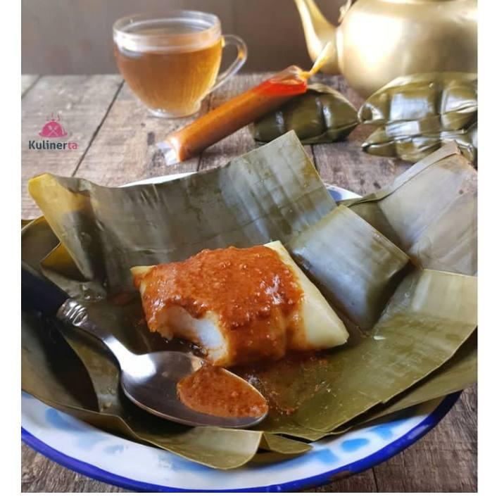 Buras merupakan makan yang banyak diminati beragai kalangan orang dan makanan ini adalah makanan khas luwu