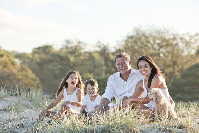 Keluarga bahagia merupakan manfaat menjaga kesehatan bagi kita
