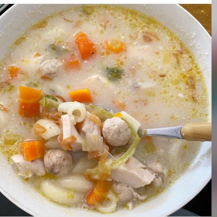 Sop mutiara merapakan makanan khas Banjar yang terbuat dari sebuah bakso dan memiliki rasa yang gurih dan lezat
