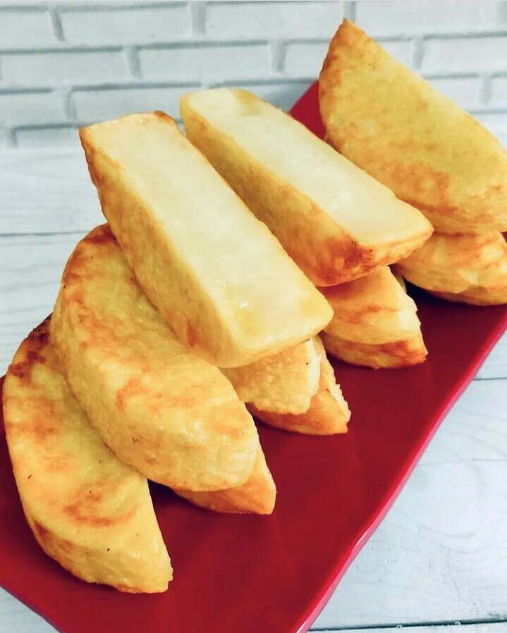 Kue bandros merupakan makanan khas Bandung yang populer