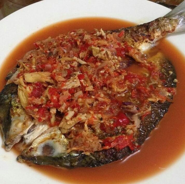 Gambar pecak bandeng yang merupakan makanan khas Serang