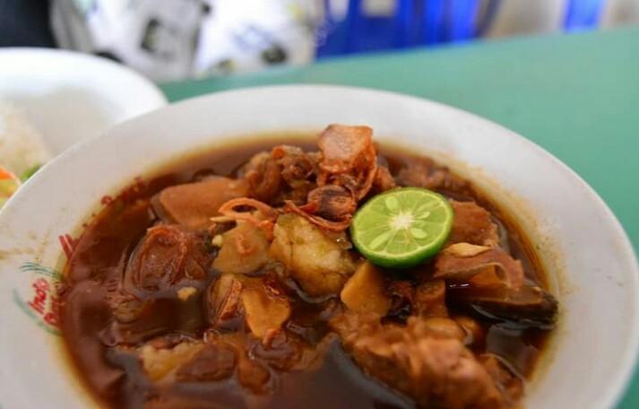 Pecak bandeng merupakan makanan khas serang yang unik dan lezat