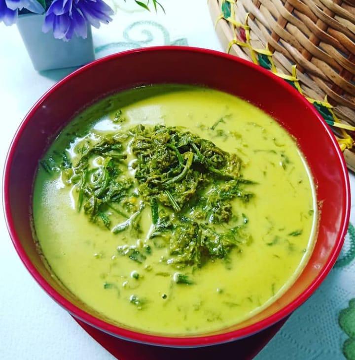 Gulai paku merupakan makanan khas Padang yang banyak diminati berbagai kalangan baik dari dewasa hingga tua
